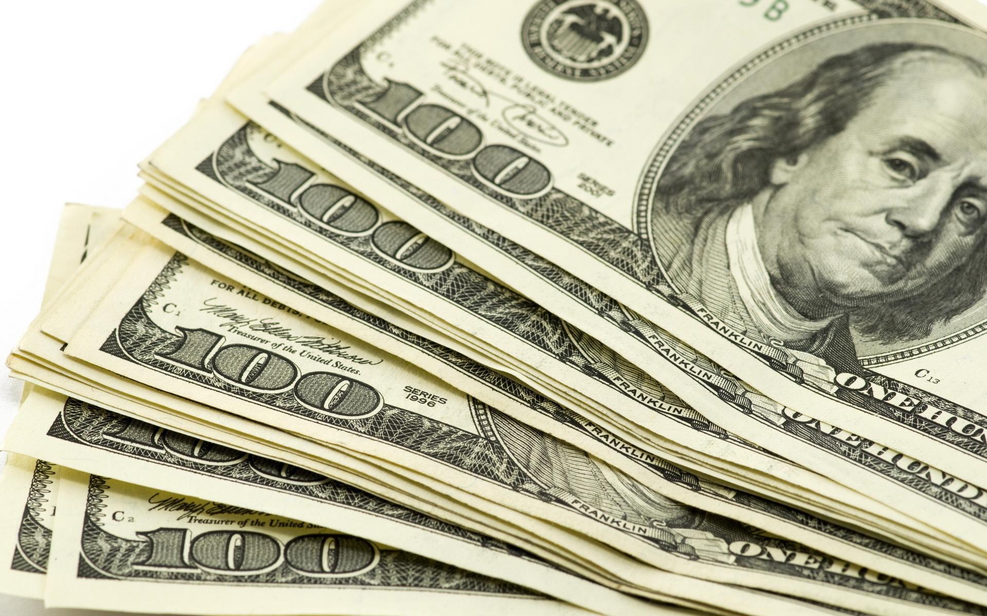 ثابت نگهداشتن قیمت دلار خوب است یا بد؟