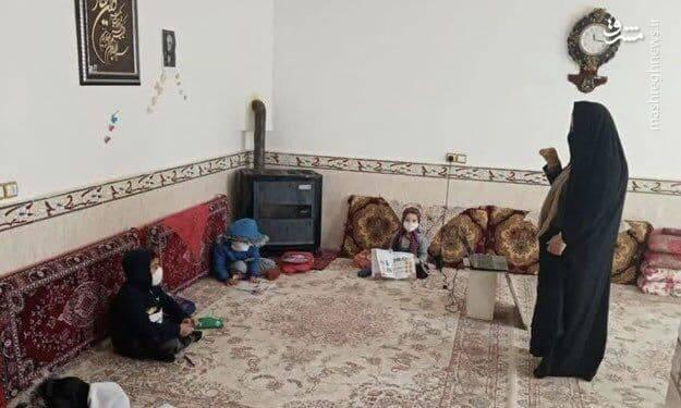 عکس: معلمی که خانه خود را کلاس درس کرد!