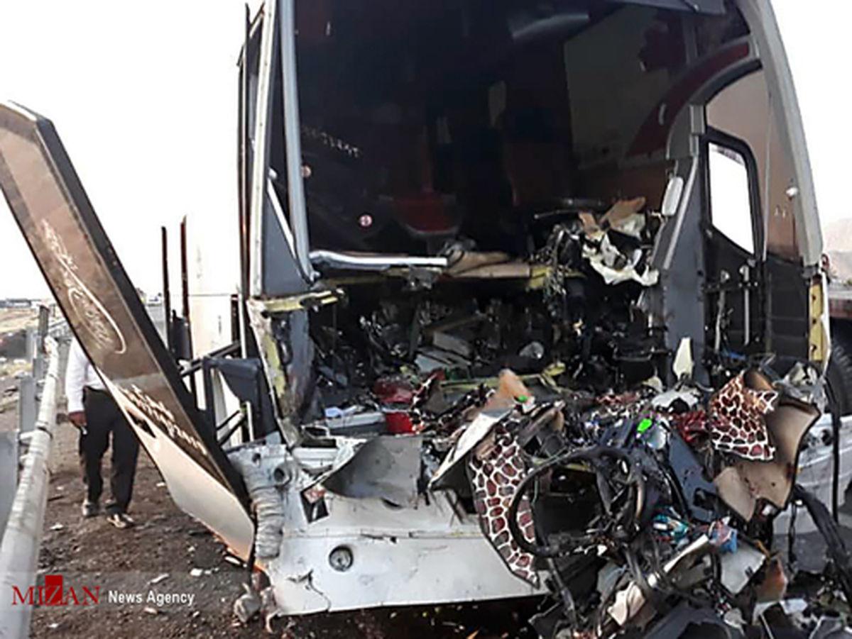 تصاویر: تصادف مرگبار اتوبوس و تریلی در اتوبان کاشان-قم