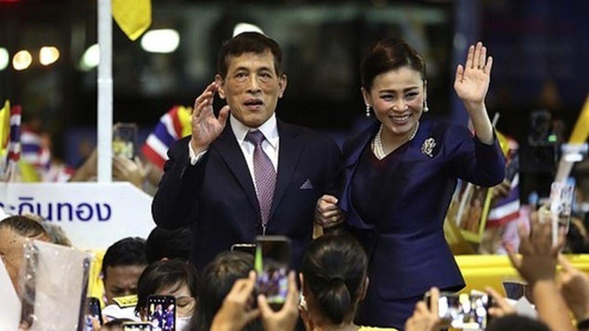 جارو کشیدن پادشاه و ملکه تایلند سوژه شد! +عکس