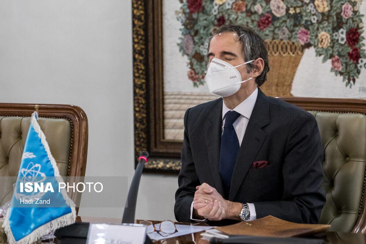 تصاویر: ژست های رافائل گروسی در دیدار با صالحی