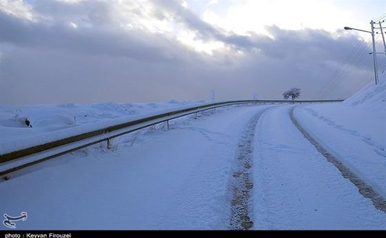 گیر کردن خودروها در برف محور کرج ـ چالوس صحت دارد؟
