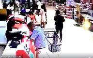 کودک دو ساله از چرخ دستی فروشگاه دزدیده شد! +تصاویر