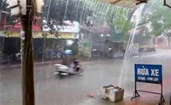 باران در ویتنام جان ۱۷ تن را گرفت