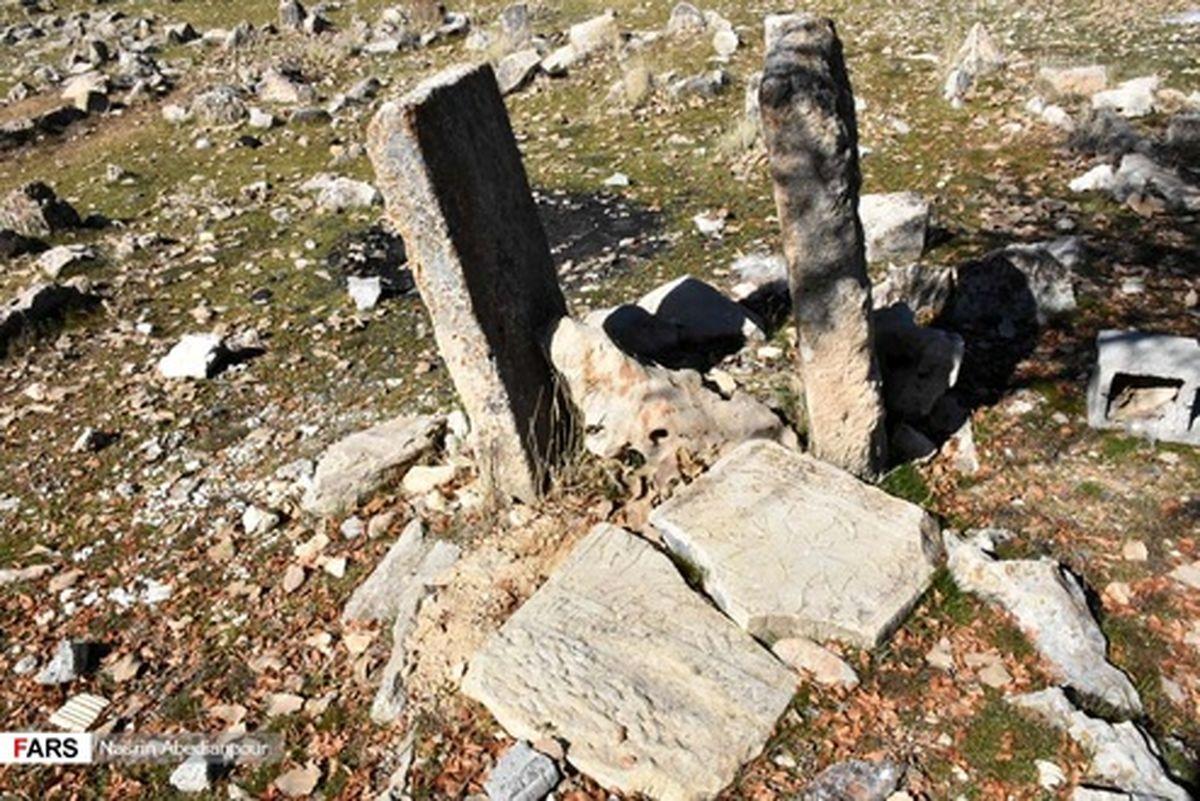 تصاویر: گورستان قدیمی ایل تیرهتاجی در یاسوج