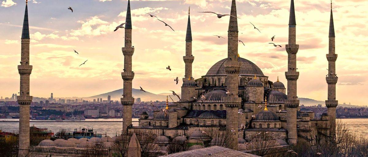 در تور استانبول حتما میدان اسبدوانی یا هیپودروم را ببنید