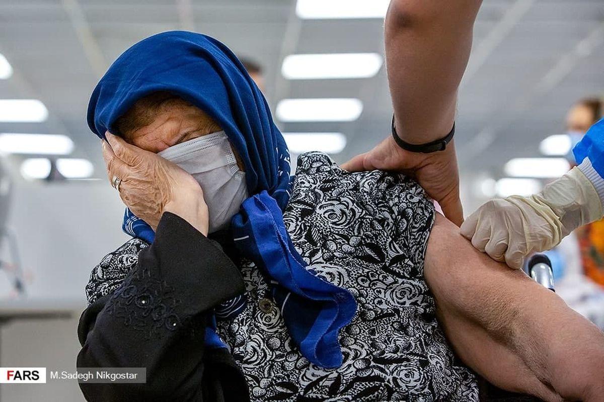 عکسی جالب از واکسیناسیون سالمندان در ایران