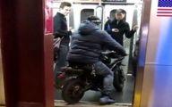 موتور سواری در مترو تعجب مسافران را برانگیخت +عکس و فیلم