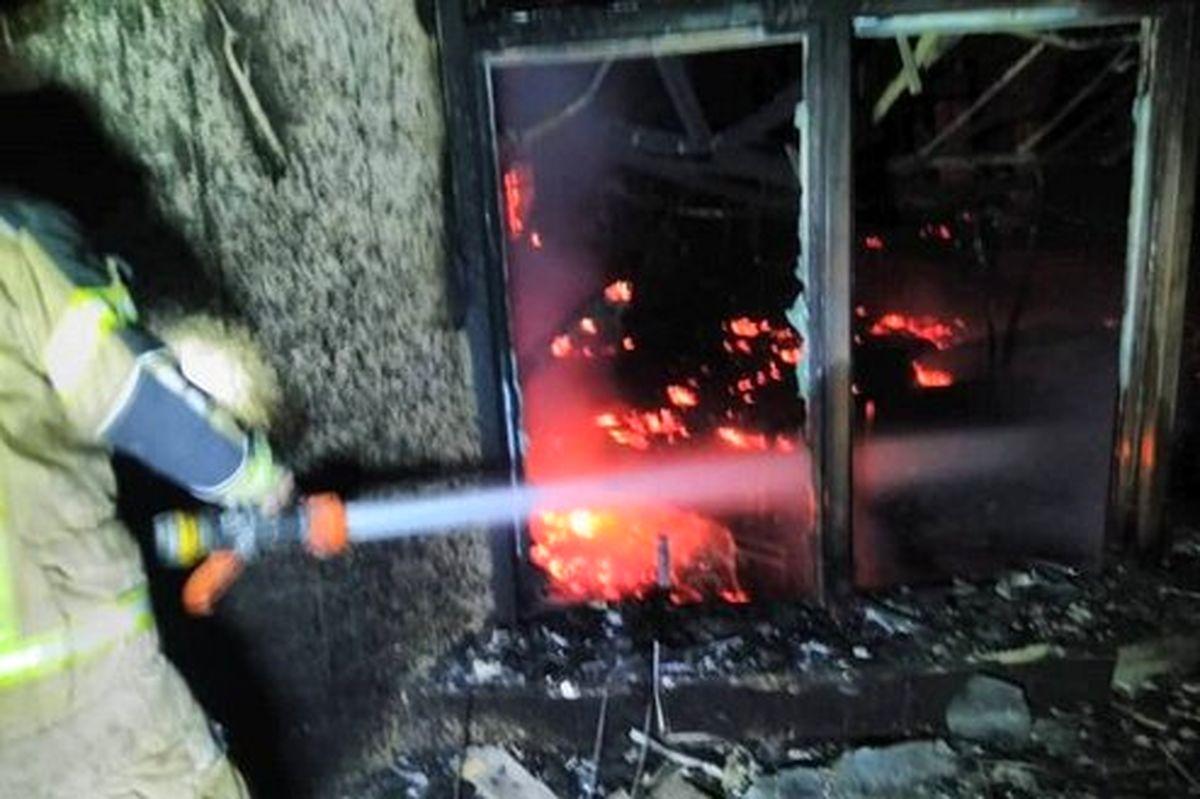 مرکز بزرگ تجاری در بزرگراه بعثت تهران در آتش سوخت