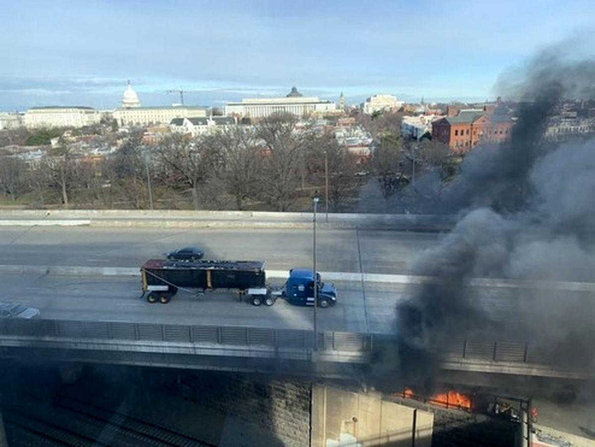 تصویری از محل آتشسوزی در نزدیکی کنگره آمریکا