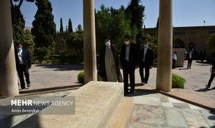 تصاویر: حضور آیت الله رئیسی در آرامگاه حافظ شیرازی