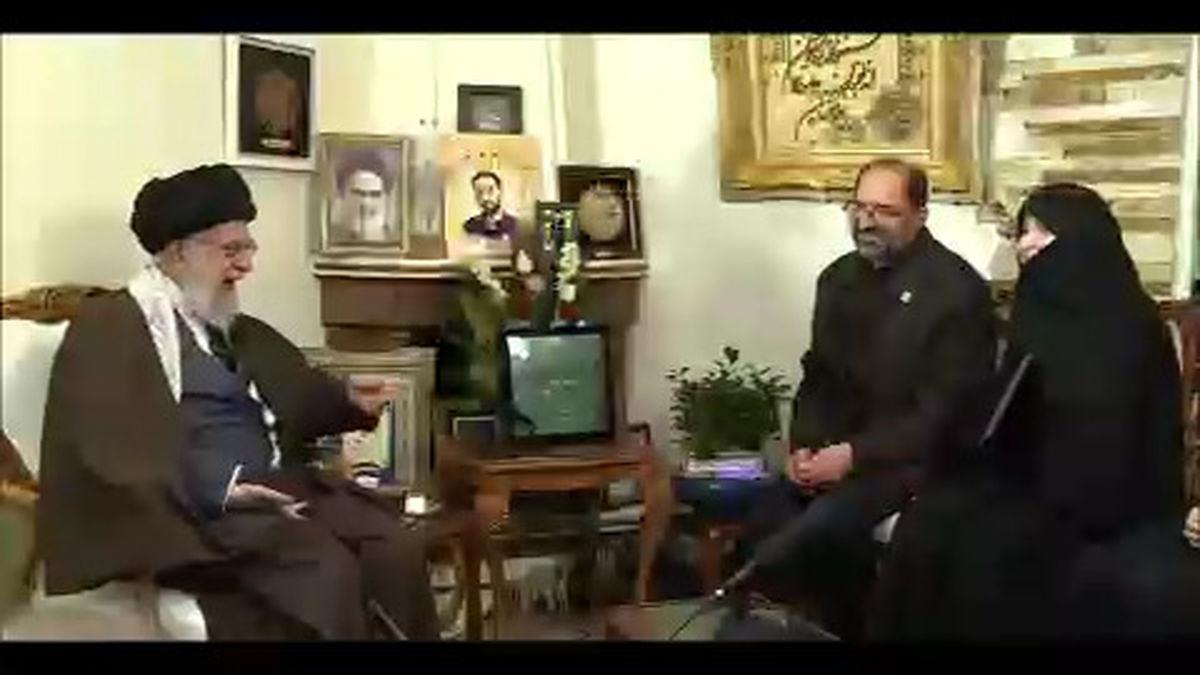 لحظاتی از حضور رهبری در منزل شهید حدادیان +فیلم