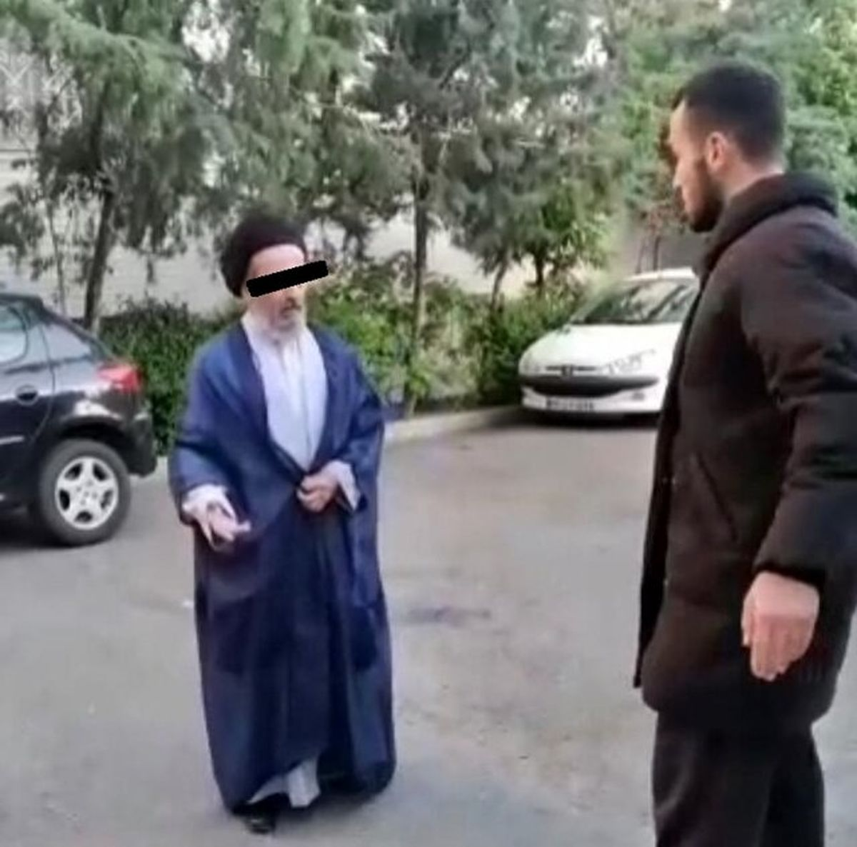 ماجرای ویدیوی جنجالی سیلی یک جوان به روحانی