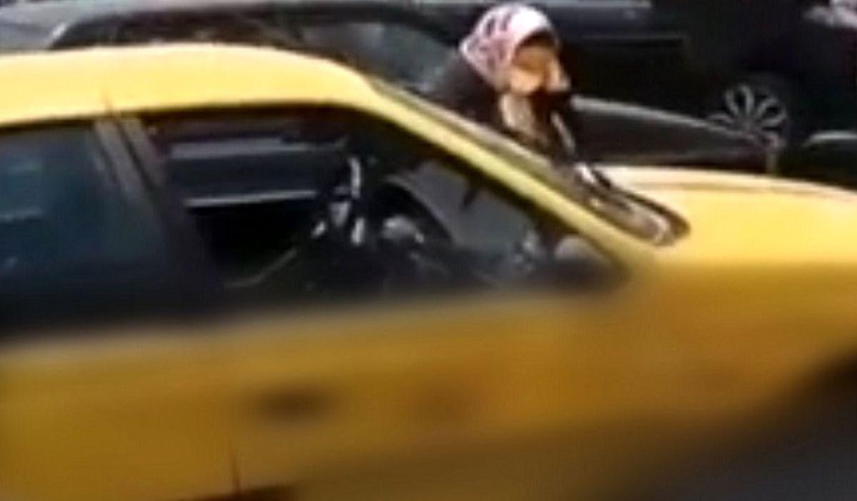 هلیا دختر قمه کش تکرار شد! / فیلم قمه کشی زن ابهری به یک تاکسی