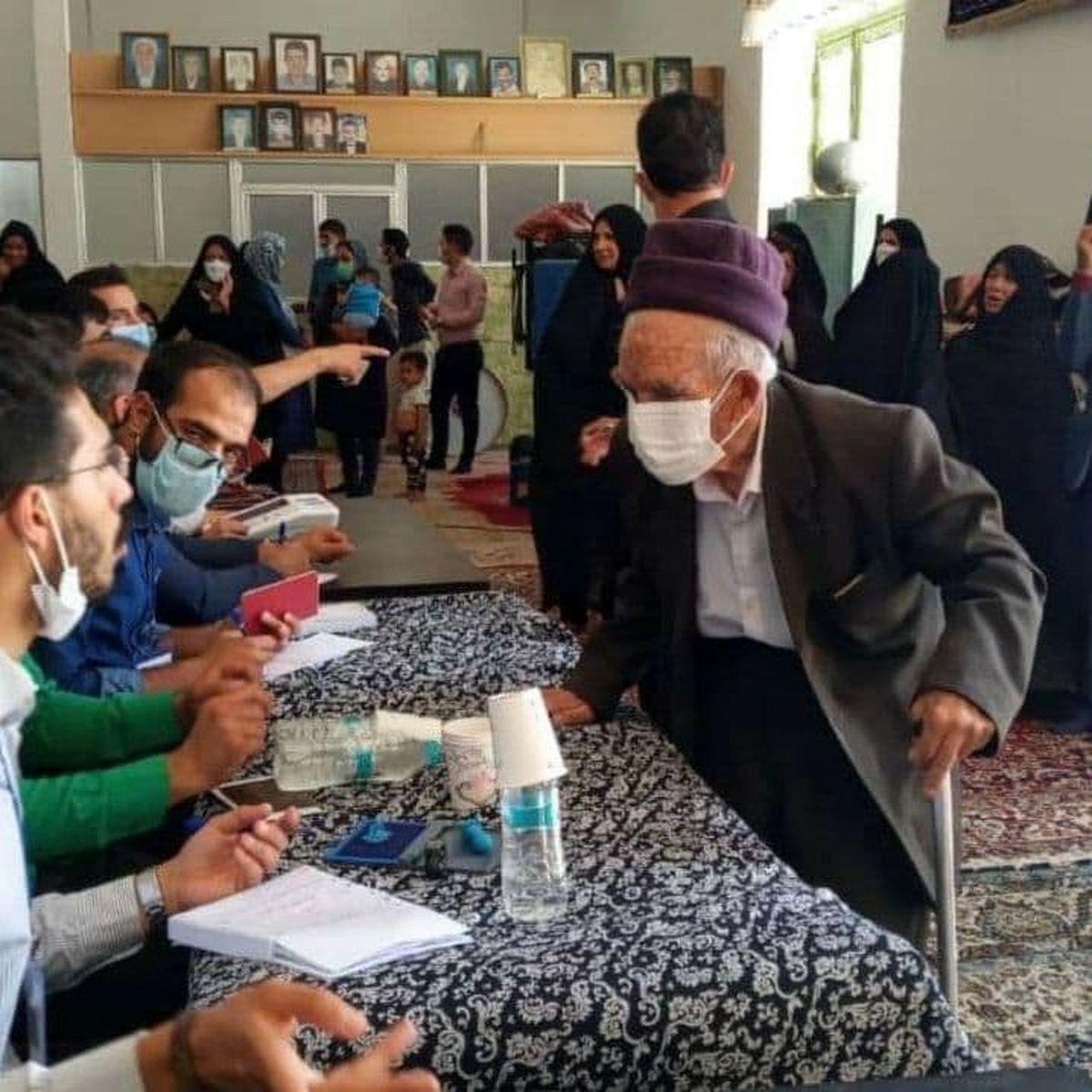 پیرمرد ۱۱۰ ساله هم رای داد +عکس