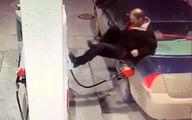 واکنش جنون آمیز مرد آمریکایی به نقص فنی در پمپ بنزین +فیلم