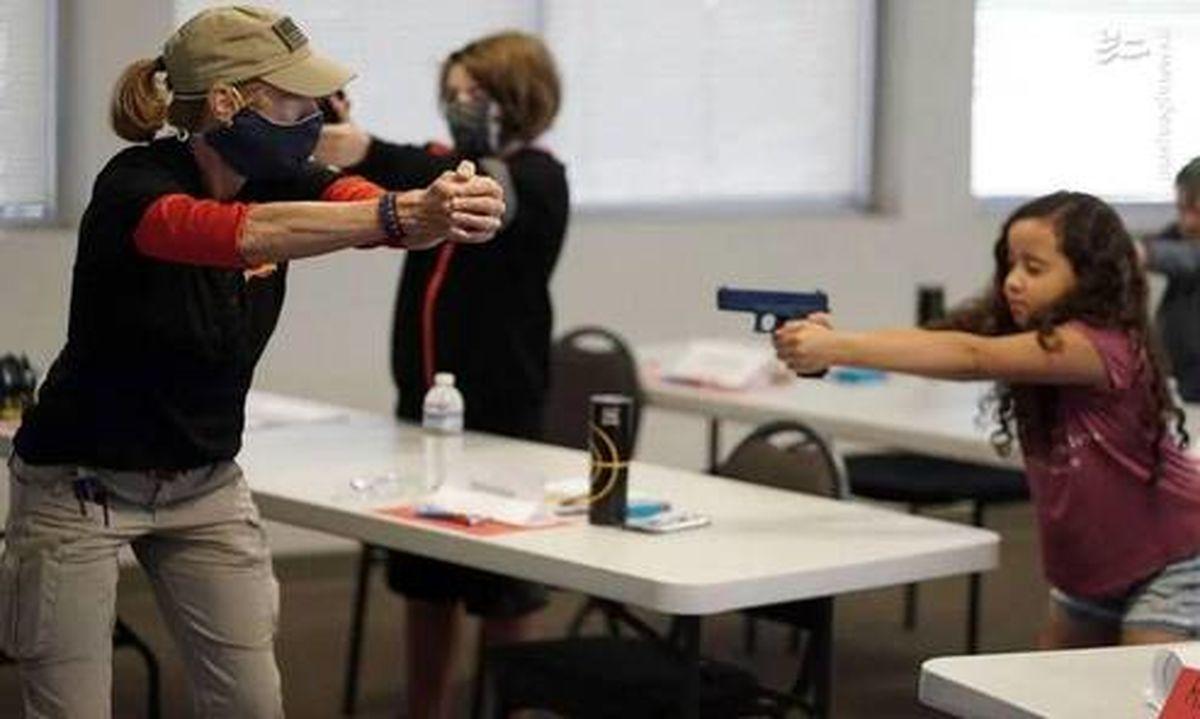 عکس: آموزش سلاح به دانشآموزان آمریکایی