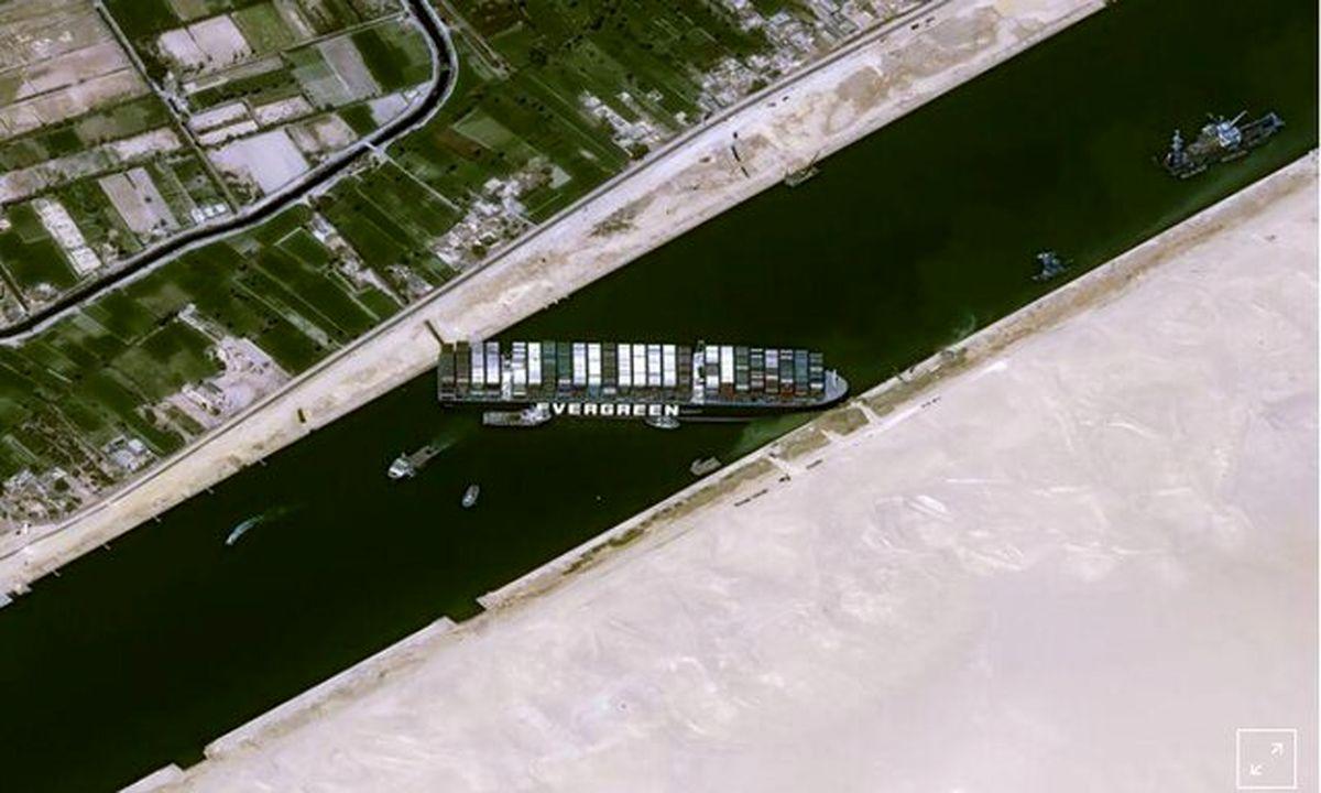 سقوط نفت در آستانه باز شدن کانال سوئز