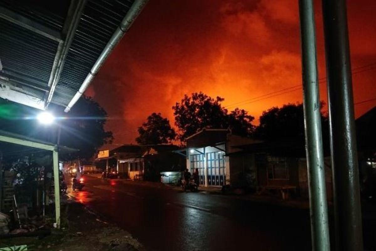 انفجار مهیب در پالایشگاه نفت اندونزی +فیلم