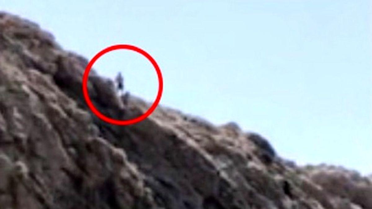 بازی با مرگ مرد جوان با پرش از ارتفاع ۳۰ متری! +عکس