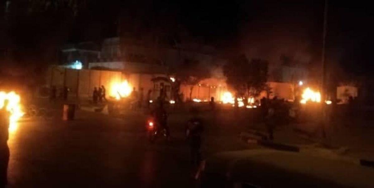 آتشزدن دیوار خارجی کنسولگری ایران در کربلا