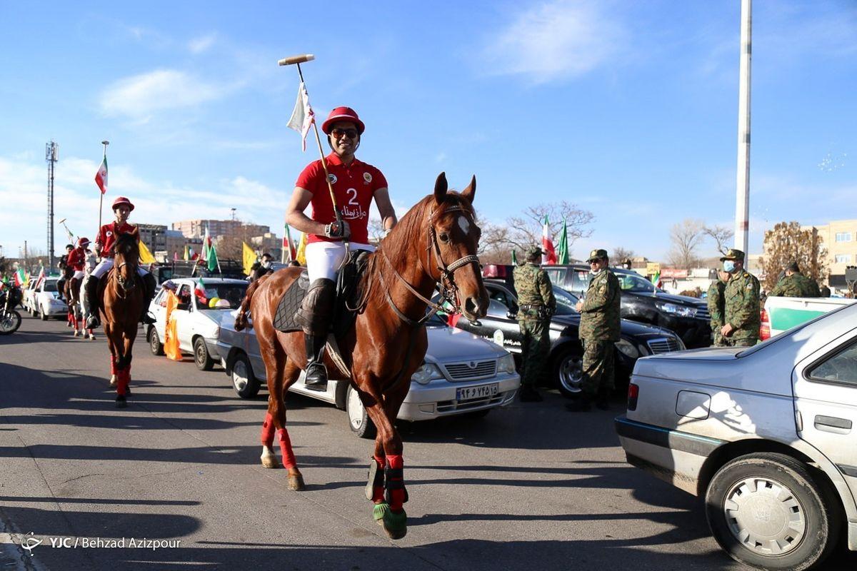 عکس: رژه با اسب در راهپیمایی 22 بهمن تبریز