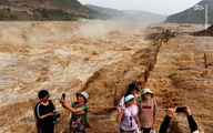 تصاویر: سلفی چینیها با سیل