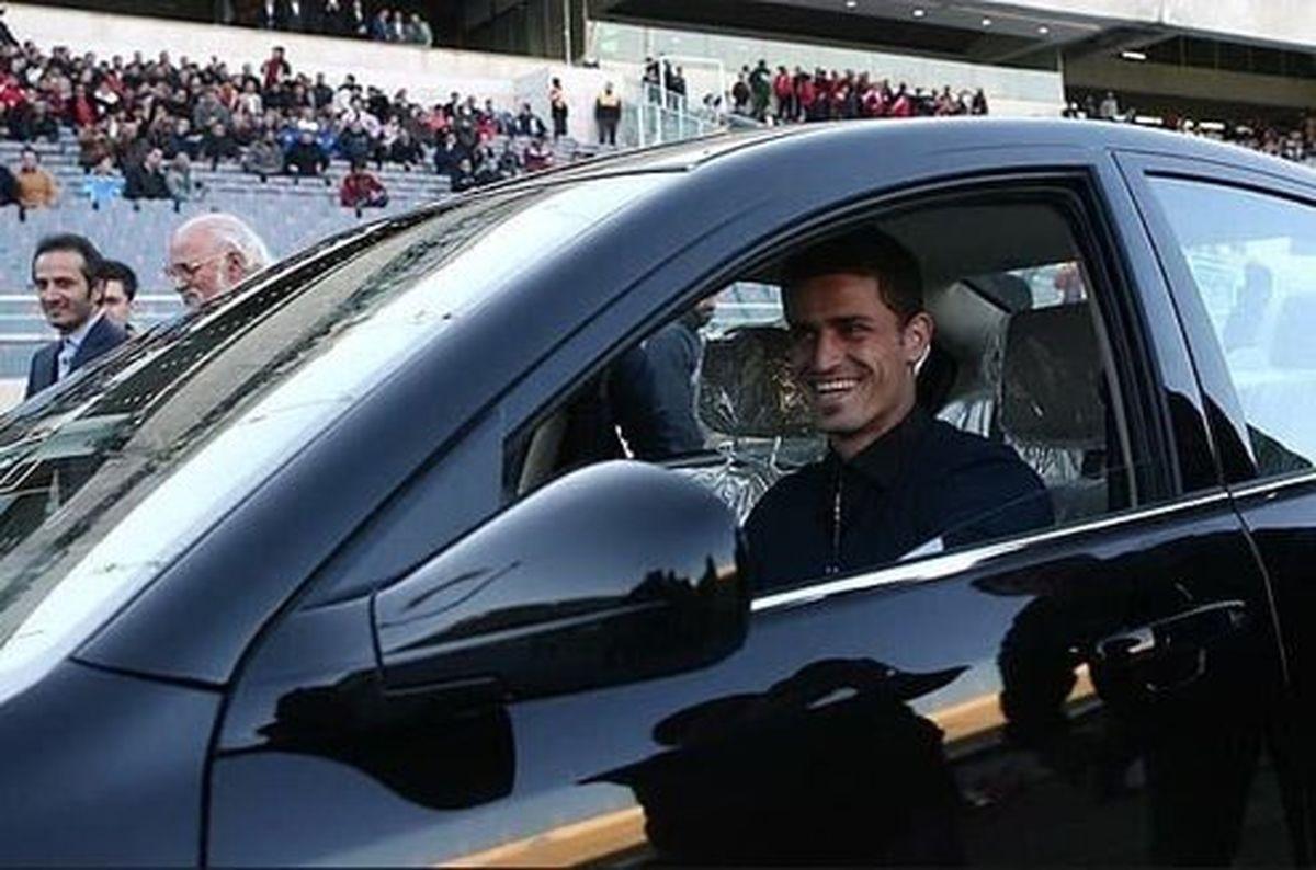 هدیه یک خودرو به کاپیتان استقلال را درگیر ماجرای عجیبی کرد +عکس