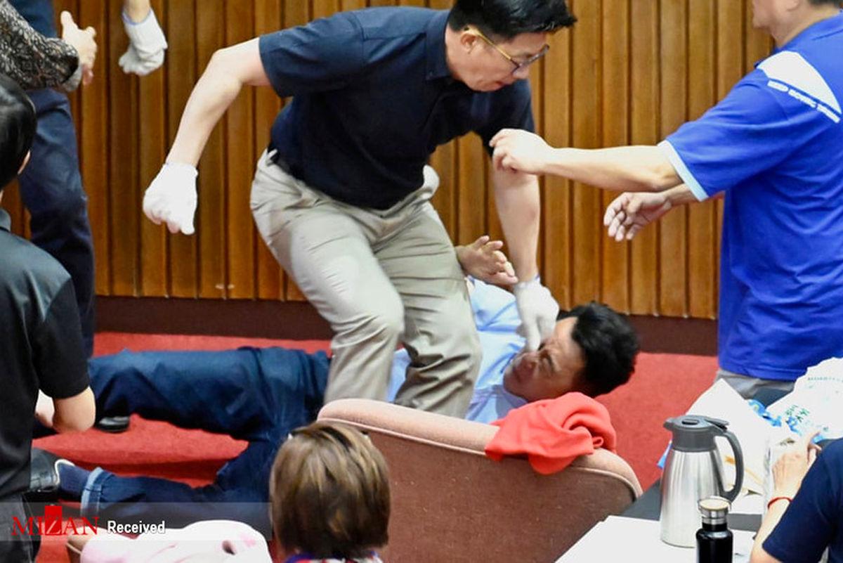 تصاویر: درگیری در پارلمان تایوان