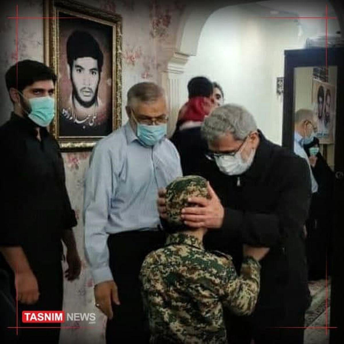 دیدار سردار قاآنی با خانواده شهید «عبداللهزاده» +عکس
