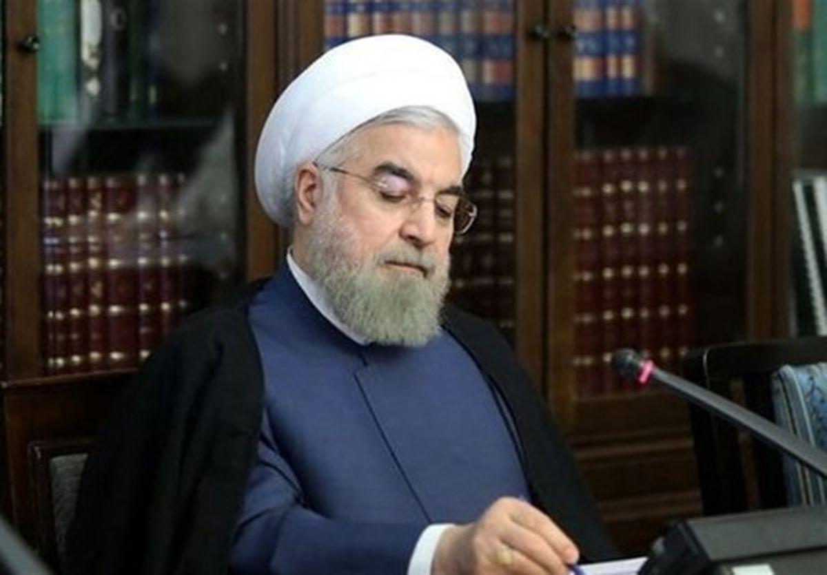 حقوقدان اما قانونگریز/ روحانی کدام قوانین را ابلاغ نکرد؟