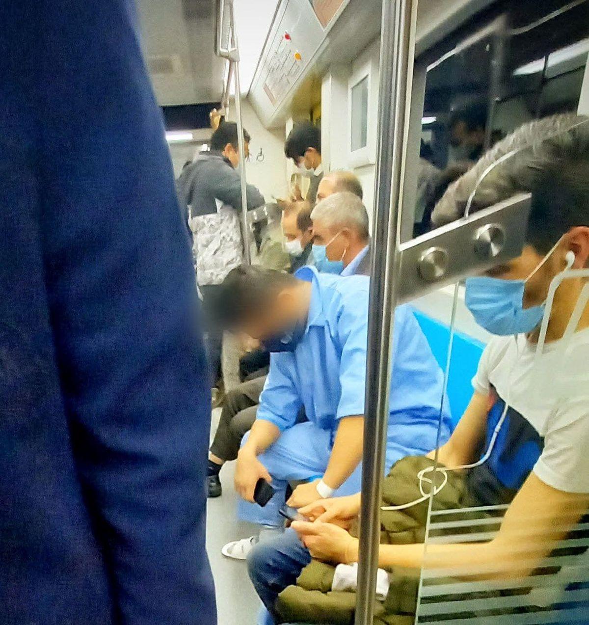 تصویر عجیب در مترو تهران خبرساز شد!