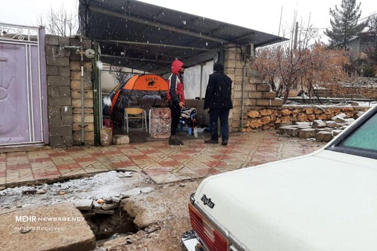 بارش برف در شهر زلزله زده سی سخت +عکس