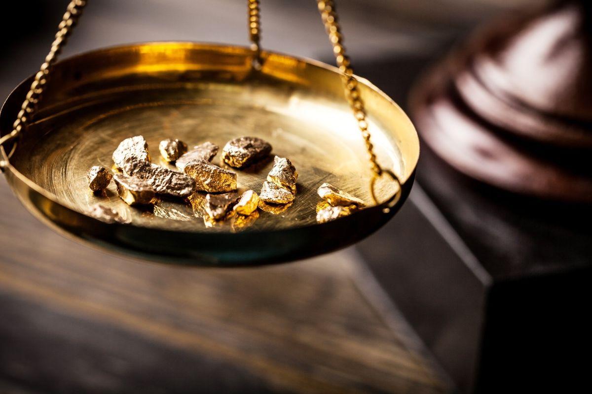 چگونه قیمت طلا را محاسبه کنیم و در خرید طلا حرفه ای باشیم؟