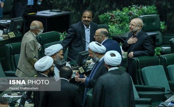 عکس: خوش و بش قالیباف و میرسلیم در افتتاحیه مجلس